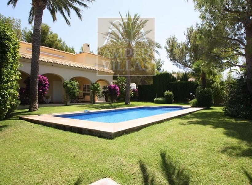 alquilar villas con piscina en Altea