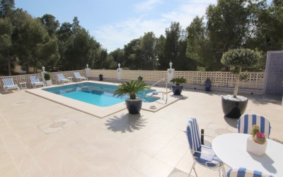 Beautiful sunny villa with mountain views all on one floor in Altea