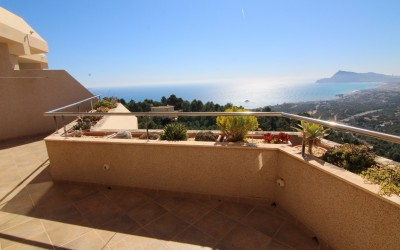 Beautiful and bright duplex penthouse with fantastic sea views Altea Costa.
